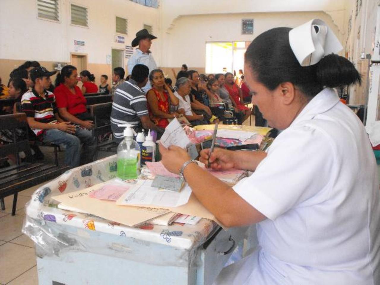 Las consultas se llevaron a cabo ayer con normalidad. Foto EDH / Mauricio Guevara