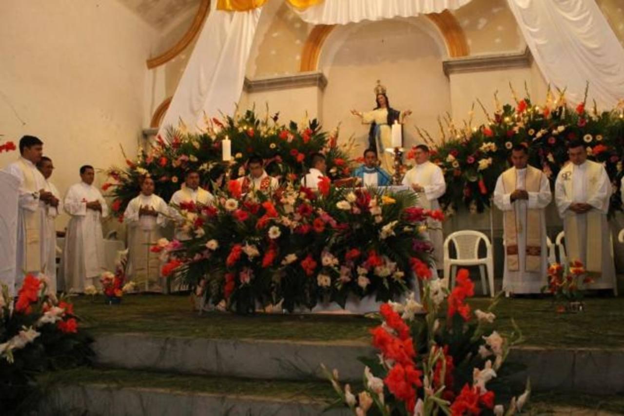 La misa concelebrada se llevó a cabo en la parroquia Divina Providencia, de El Congo. Foto EDH / Liliana Fajardo.