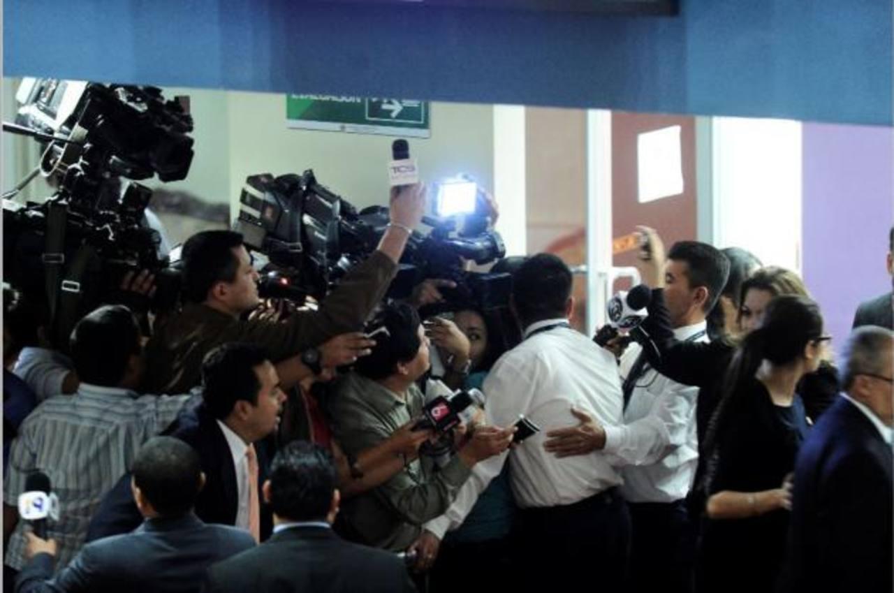 Capres bloquea a periodistas