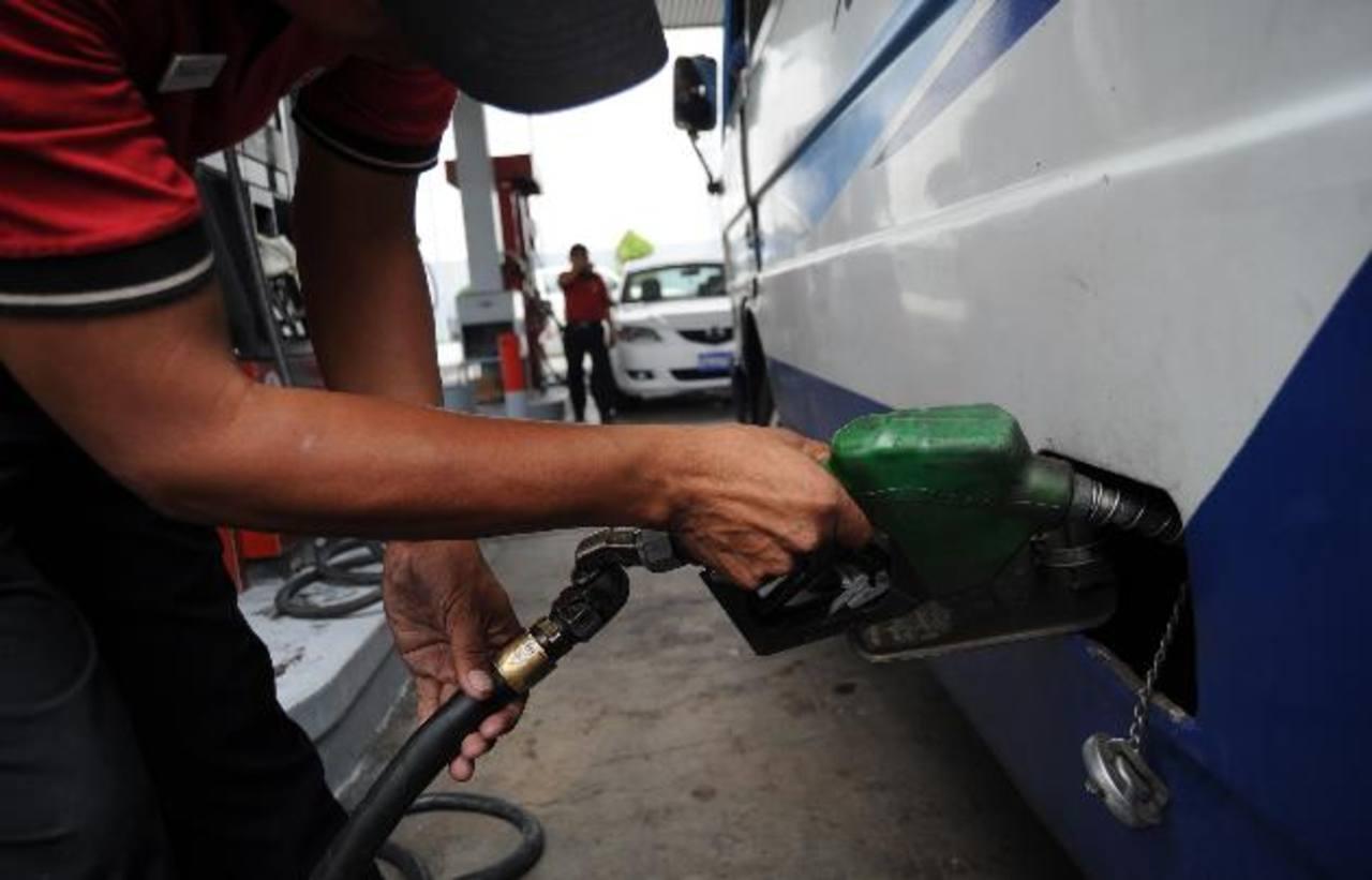 Precios de los combustibles bajarán hasta $0.17