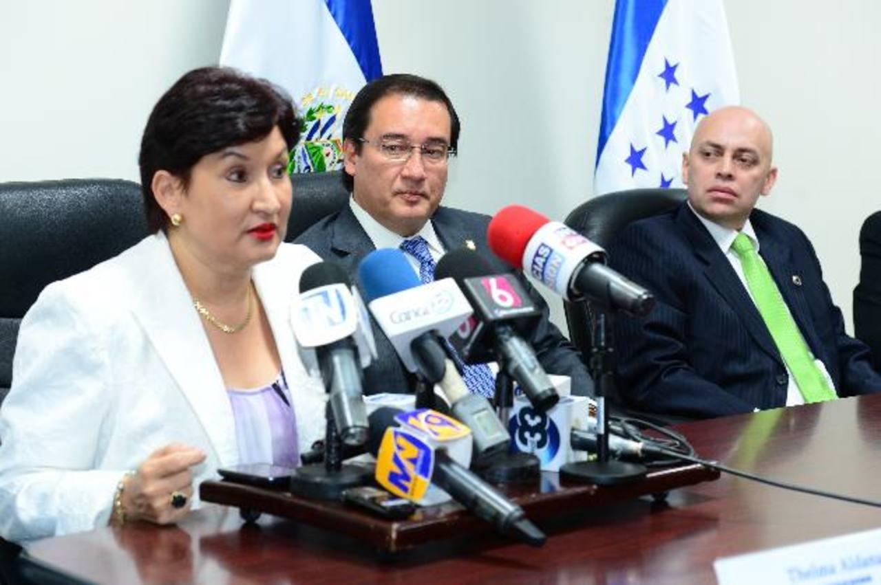 Fiscales de los tres países informan a la prensa el acuerdo.