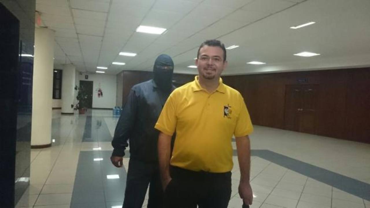El religioso es procesado en los tribunales por tráfico de influencias, agrupaciones ilícitas e ingresar una tableta y celulares a los penales de Cojutepeque, Cuscatlán e Izalco.
