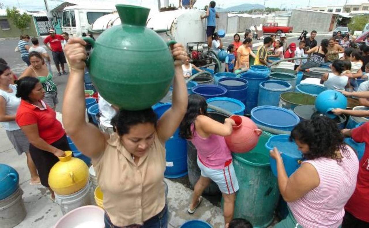 Debido al daño en una tubería de 48 pulgadas de diámetro, habrá servicio deficiente de agua en algunas zonas. Foto EDH / archivo