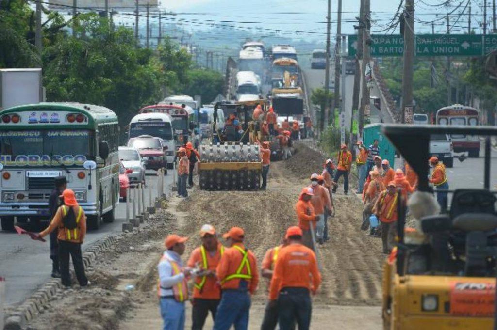 Obras de Fovial atascan el tráfico en blvd. del Ejército