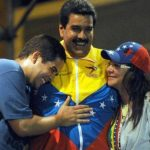 Nicolás Maduro jr. (i.), el gobernante venezolano Nicolás Maduro (c.) y su esposa Cilia Flores. foto edh / diario de caracas
