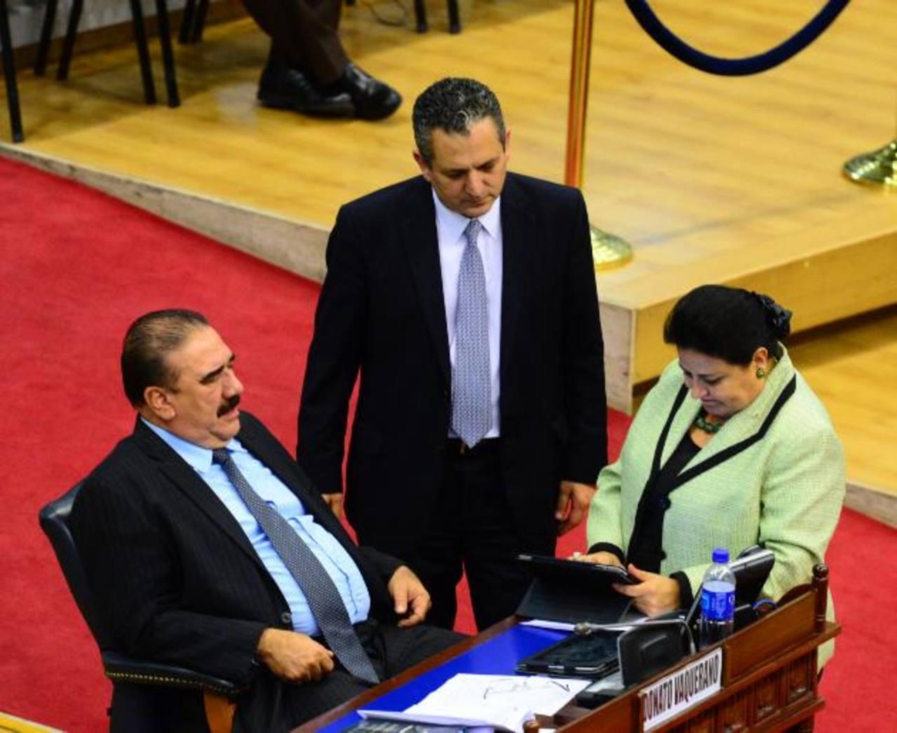 Diputados de ARENA Donato Vaquerano (jefe de bancada), Edwin Zamora y Margarita Escobar. foto edh / ARCHIVO
