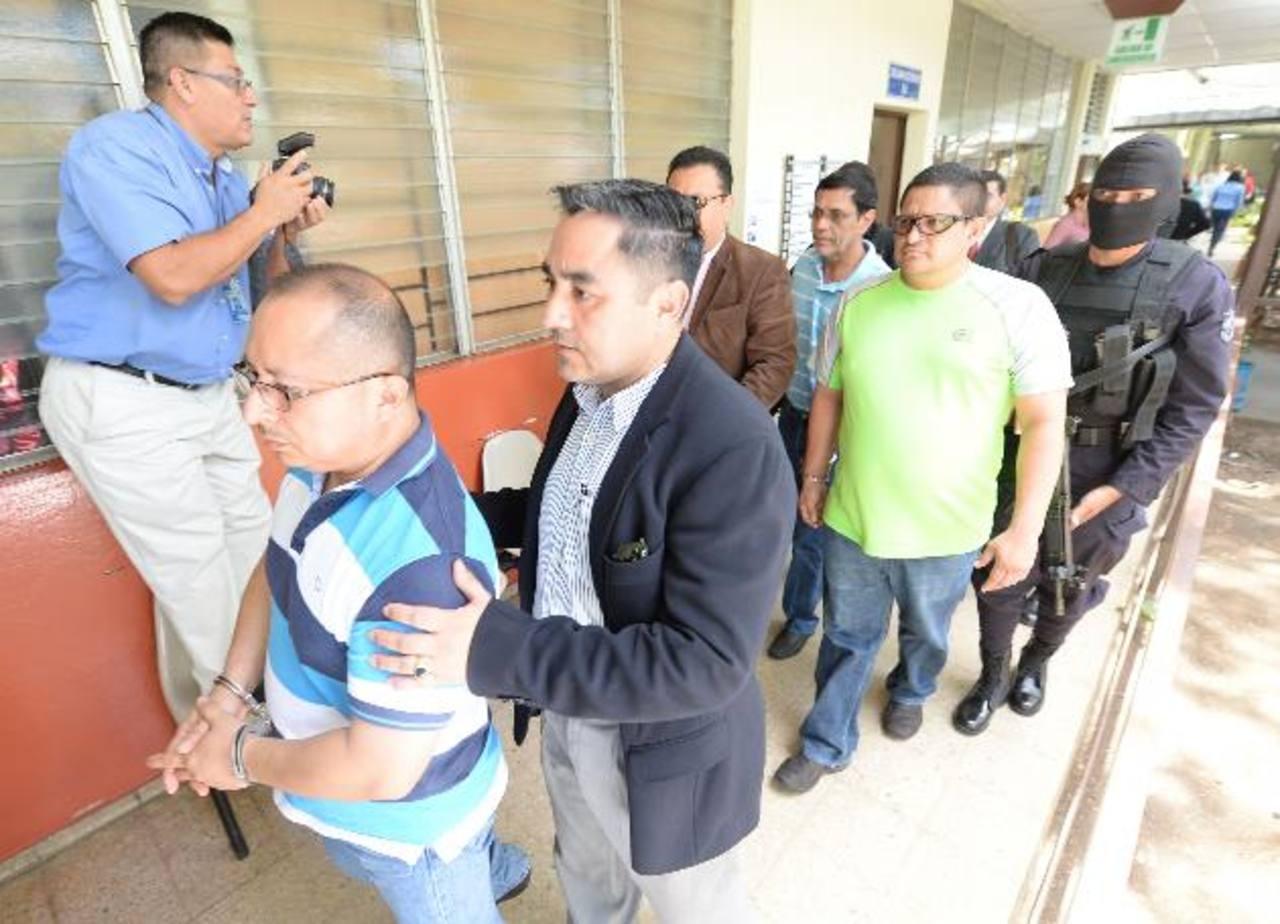 Los tres jueces Antimafia acusados de recibir dinero para favorecer a narcotraficantes son llevados al Juzgado Primero de Paz de San Miguel para la primer audiencia. Foto EDH / Archivo.