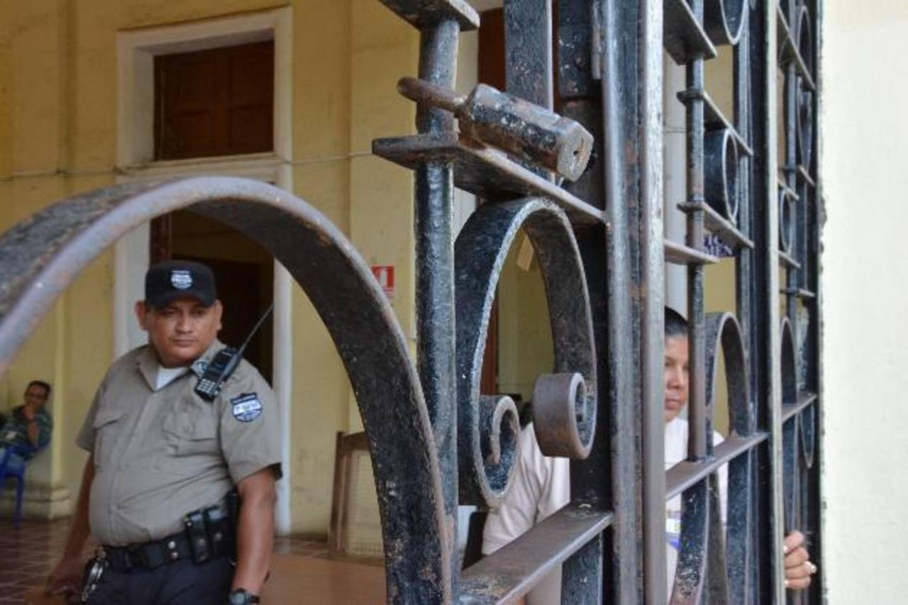 La comuna estuvo cerrada y no se permitía el acceso de usuarios por parte del CAM. foto edh / carlos segovia