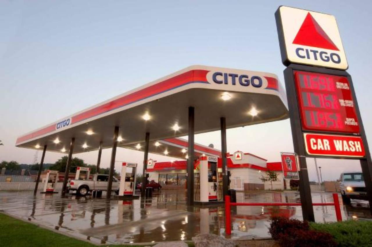 Analistas consideran que la petrolera no podrá vender las refinerías completas. Foto EDH / ARCHIVO