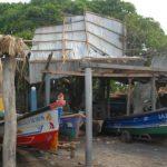 Familias en Chiquirín en riesgo por alambre de electricidad que cayó sobre techos