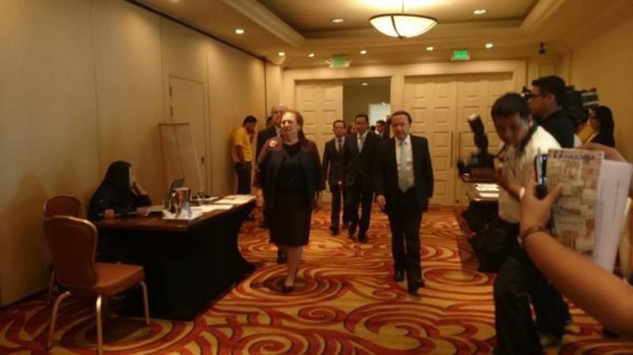Autoridades de la Embajada de Estados Unidos en El Salvador y del MOP participaron en el Foro Profesionalización del Servicio Civil.