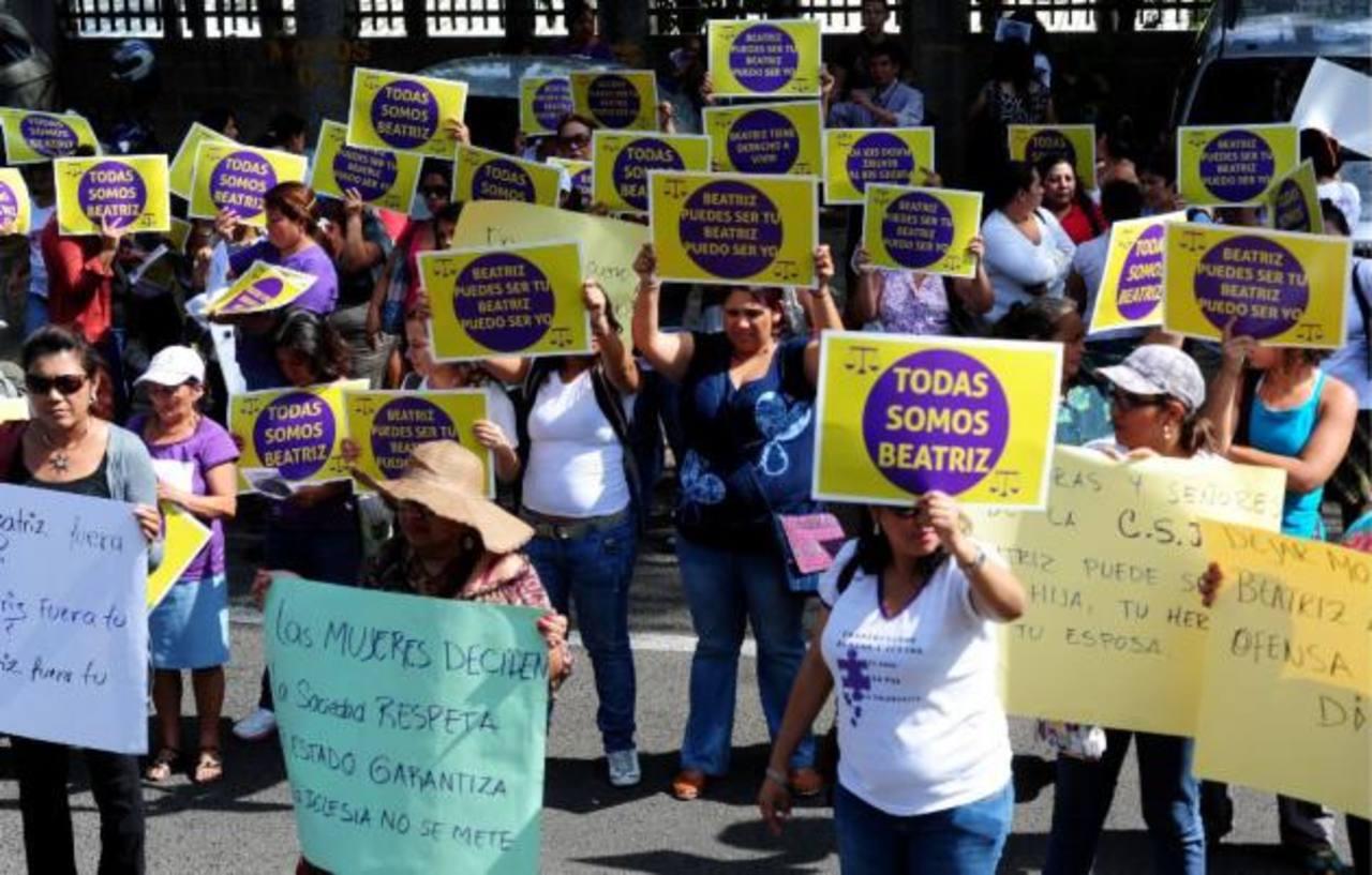 Miles de dólares para financiar campaña para despenalizar el aborto en El Salvador