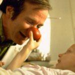 Robin Williams interpretando a Patch Adams.