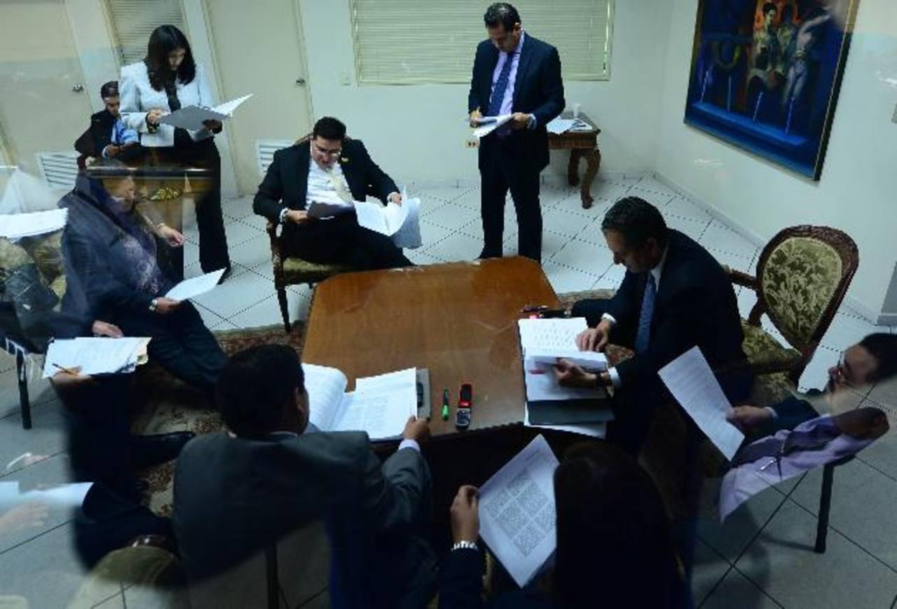 La comisión Financiera de la Asamblea se reunió ayer al mediodía para acordar reformas a la ley . foto edh /jorge reyes