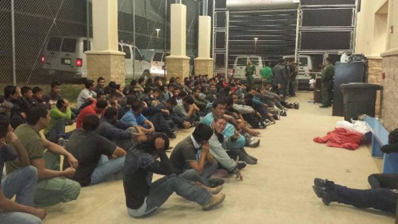 EE. UU. anunció que cerrará los albergues en las bases militares en Texas, Oklahoma y California porque ha disminuido la cantidad de menores que han tratado de entrar al país. foto edh / cltampa.com