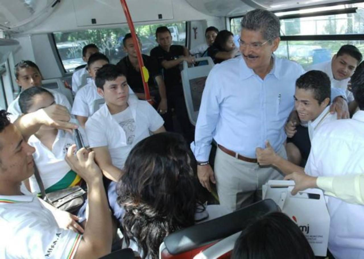 El alcalde Norman Quijano invitó a los centros escolares a aprovechar esta alternativa para conocer la capital.