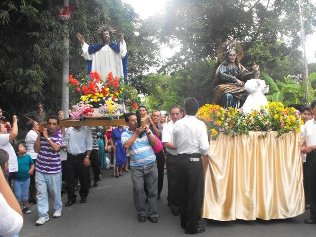 Señora Santa Ana acompañó al Divino Salvador del Mundo durante la actividad. Foto EDH / MAURICIO GUEVARA