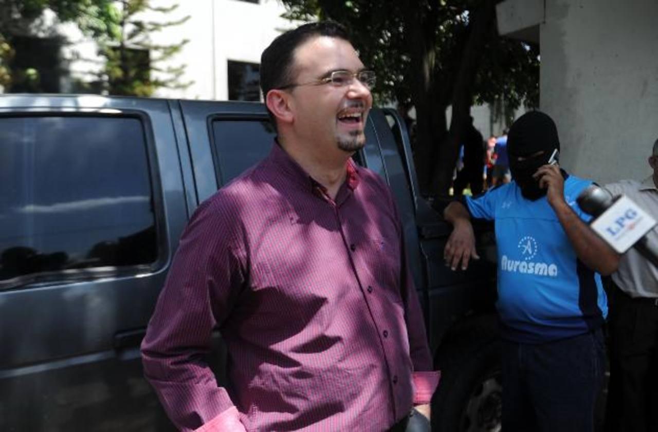 Intervenciones de llamadas telefónicas de la Fiscalía al padre Toño, evidenciaron el nivel de comunicación que existía con Carlos Ernesto Mojica Lechuga, preso en Cojutepeque. Foto EDH / ARCHIVO.