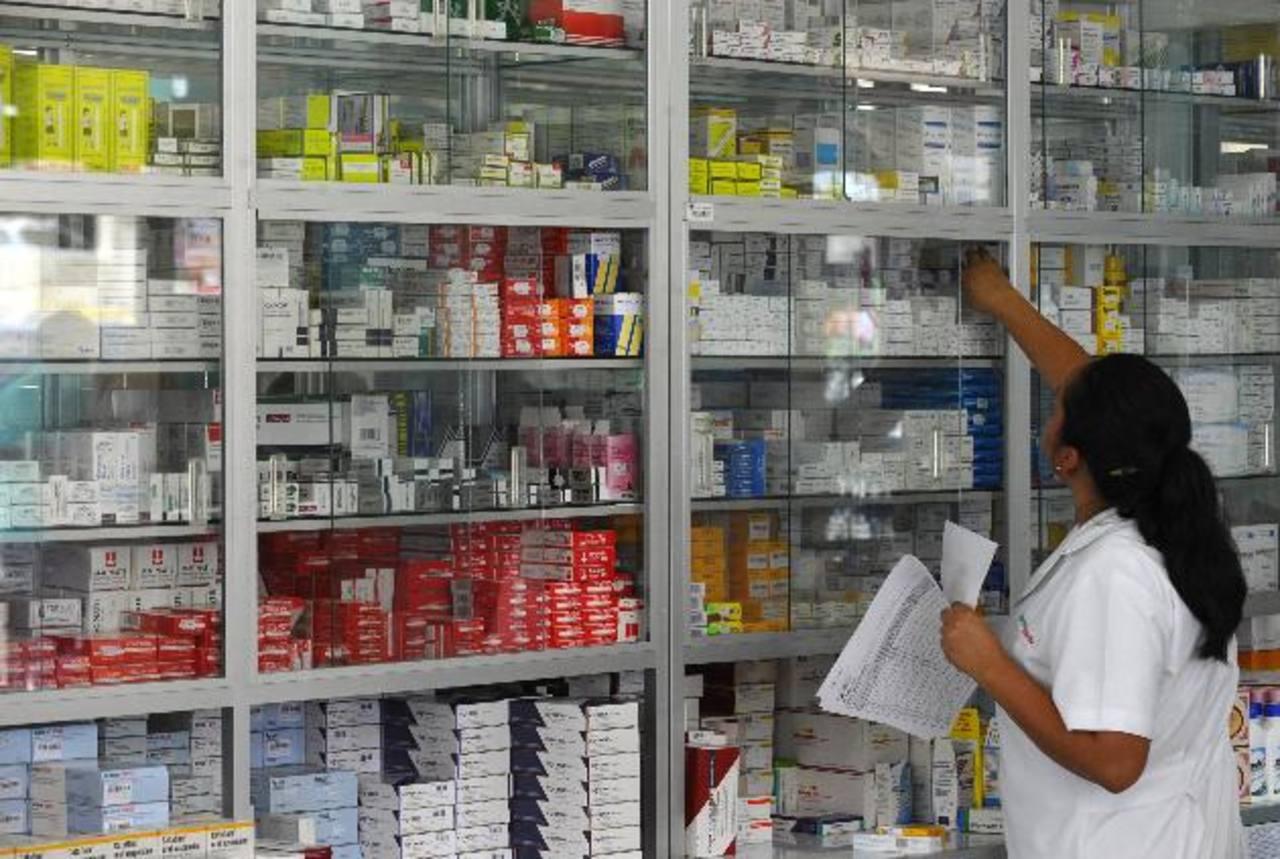 La industria farmacéutica es por el momento la más importante en las exportaciones con destino a Venezuela, superando los $3 millones en lo que va de 2014. Foto EDH / Archivo
