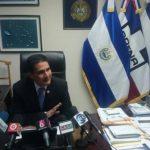 El diputado arenero, Roberto d?Aubuisson durante la conferencia de prensa que brindó esta mañana.
