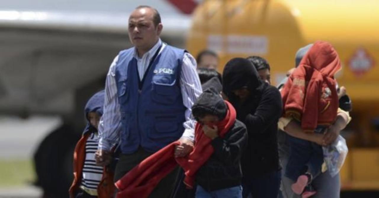 Niños centroamericanos llegan a la escuela mientras se decide su deportación