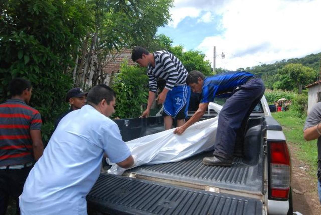 Delmy Aracely Ascencio, de 19 años, fue asesinada por su pareja en la colonia Tazumal, en Chalchuapa, Santa Ana. foto edh /Cristian Díaz