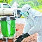 Un trabajador de salud en Liberia, África. El ébola se transmite por contacto directo con la sangre y fluidos corporales de personas infectadas.