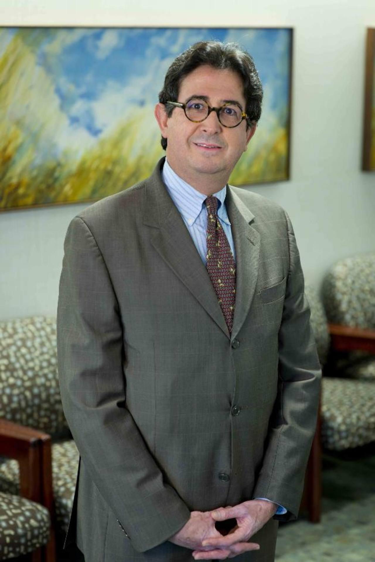 Doctor Fernando A. Rivera, de la Clínica Mayo de Jacksonville, Florida, y miembro del Colegio Médico de Estados Unidos.