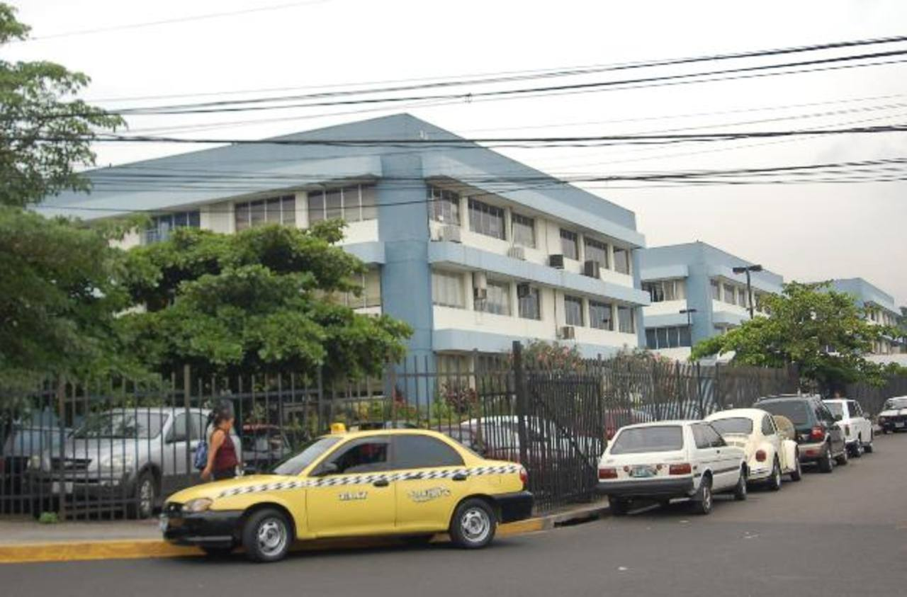 El titular del ramo, Carlos Mauricio Canjura, dijo en su momento que están presentando los cambios organizacionales a las diferentes unidades institucionales.