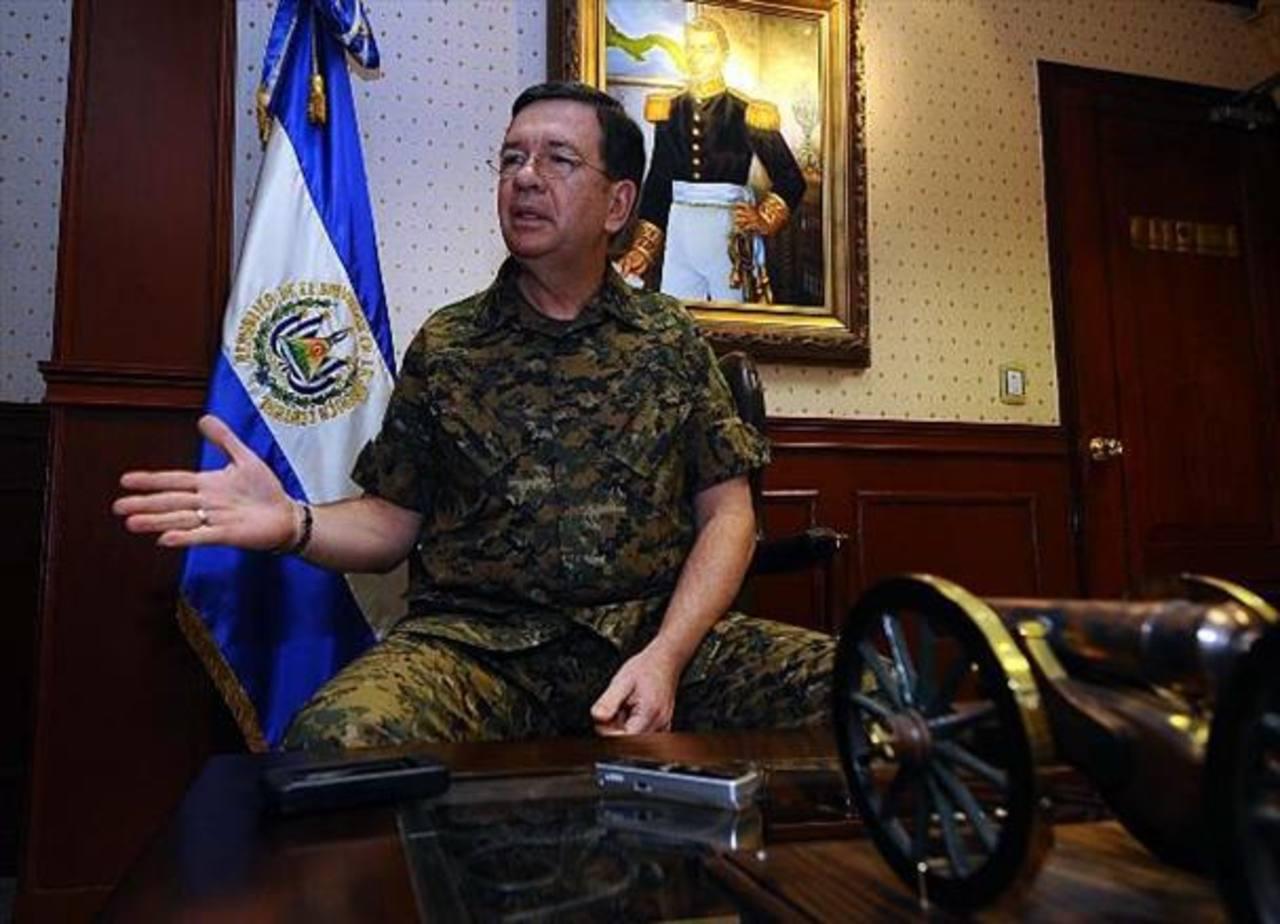 Ministro de Defensa, Munguía Payés, negó que sean militares quienes asaltaron bar