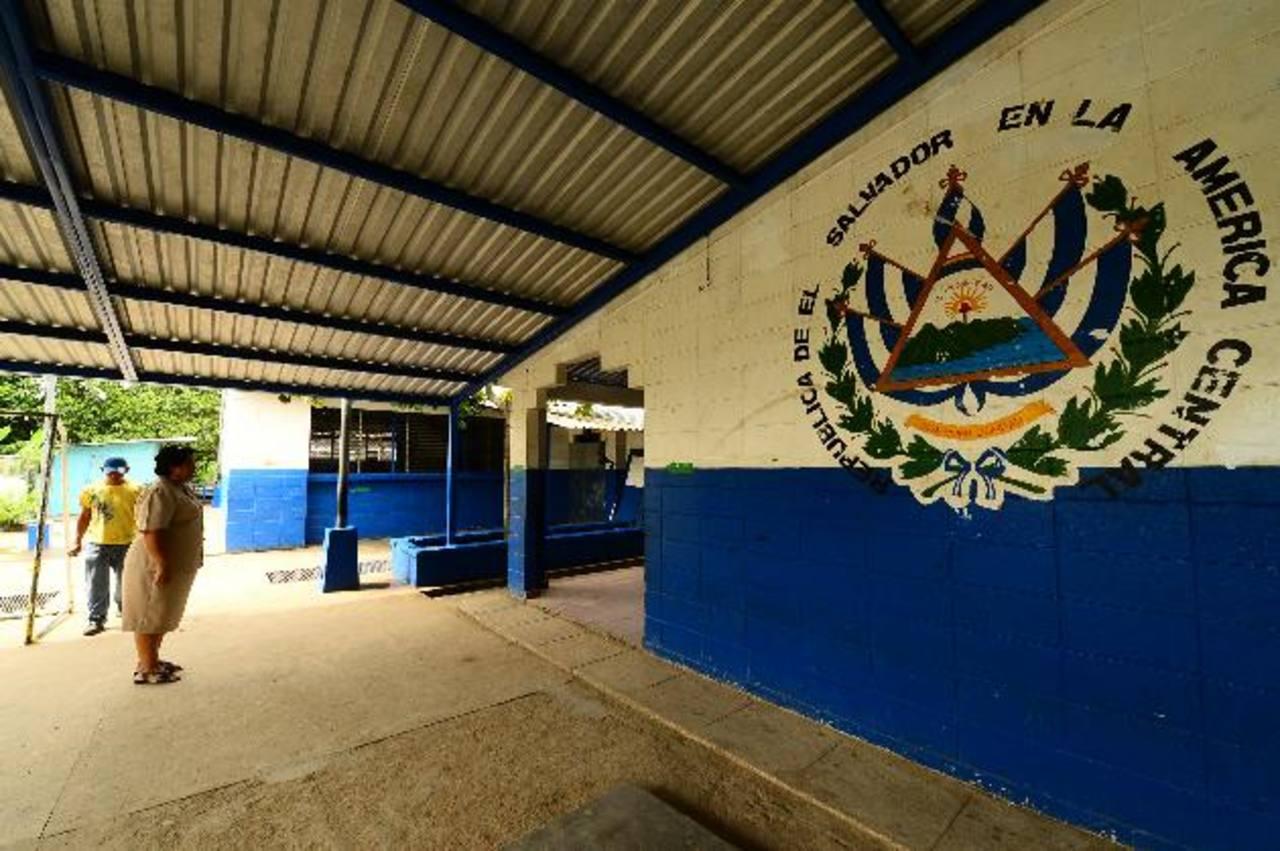 En el Centro Escolar Lirios del Norte, en Cuscatancingo, necesitan reparar la infraestructura. Foto EDH / Omar carbonero