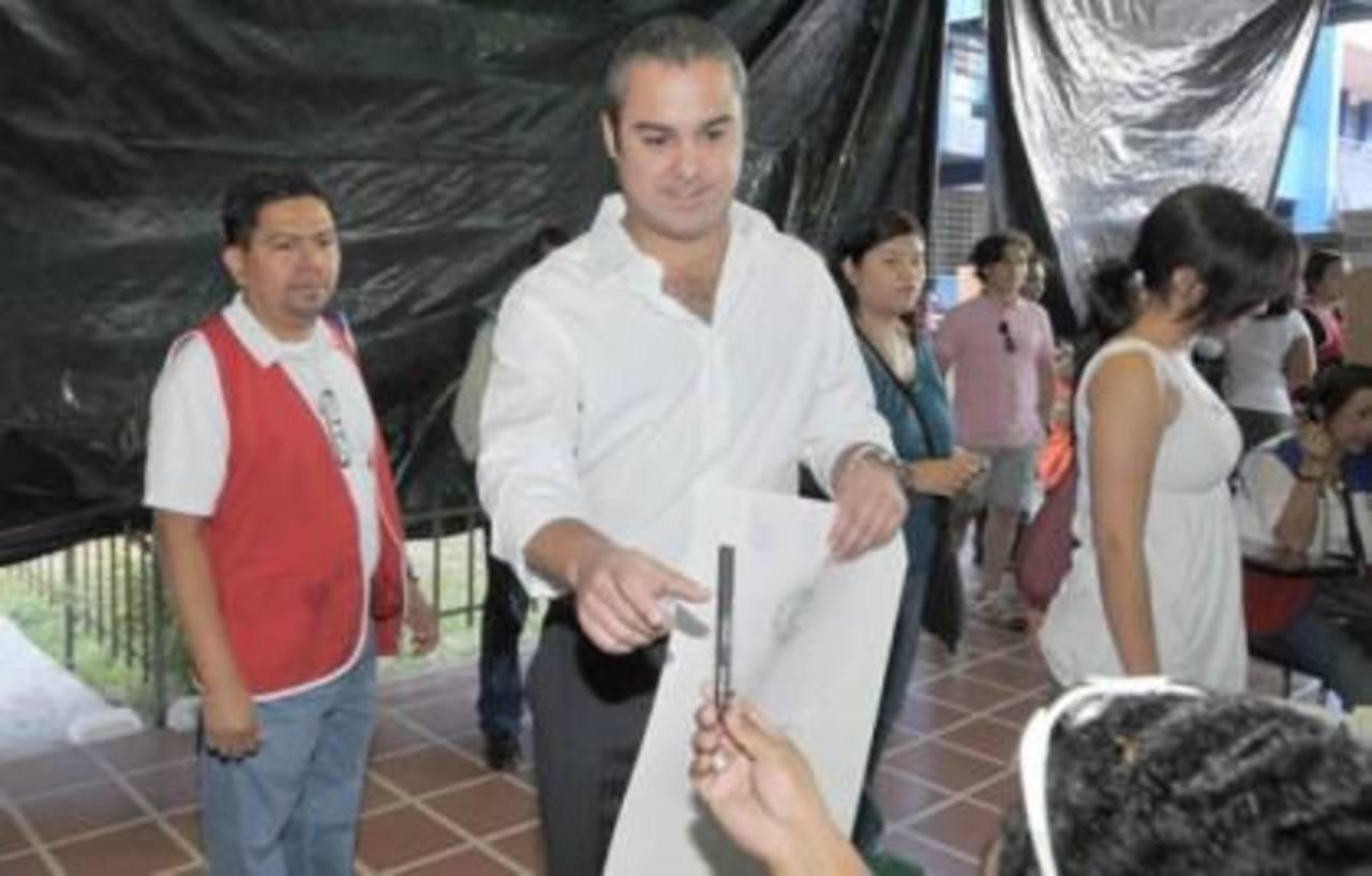 Peter Dumas corrió por una curul en la Asamblea Legislativa en las elecciones de 2012, bajo la bandera de GANA.