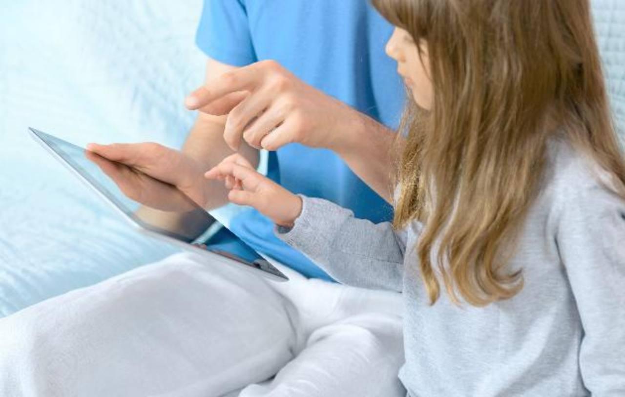 Los niños nacidos después del año 2000 tienen más contacto con teléfonos inteligentes y tabletas que generaciones anteriores.