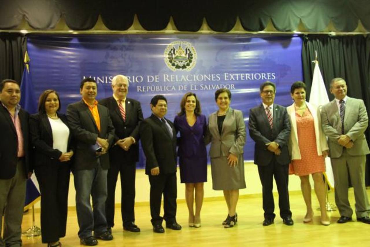 La secretaria de Inclusión Social, Vanda Pignato, encabezó la actividad, junto a ediles y otros funcionarios. foto EDH / Cortesía