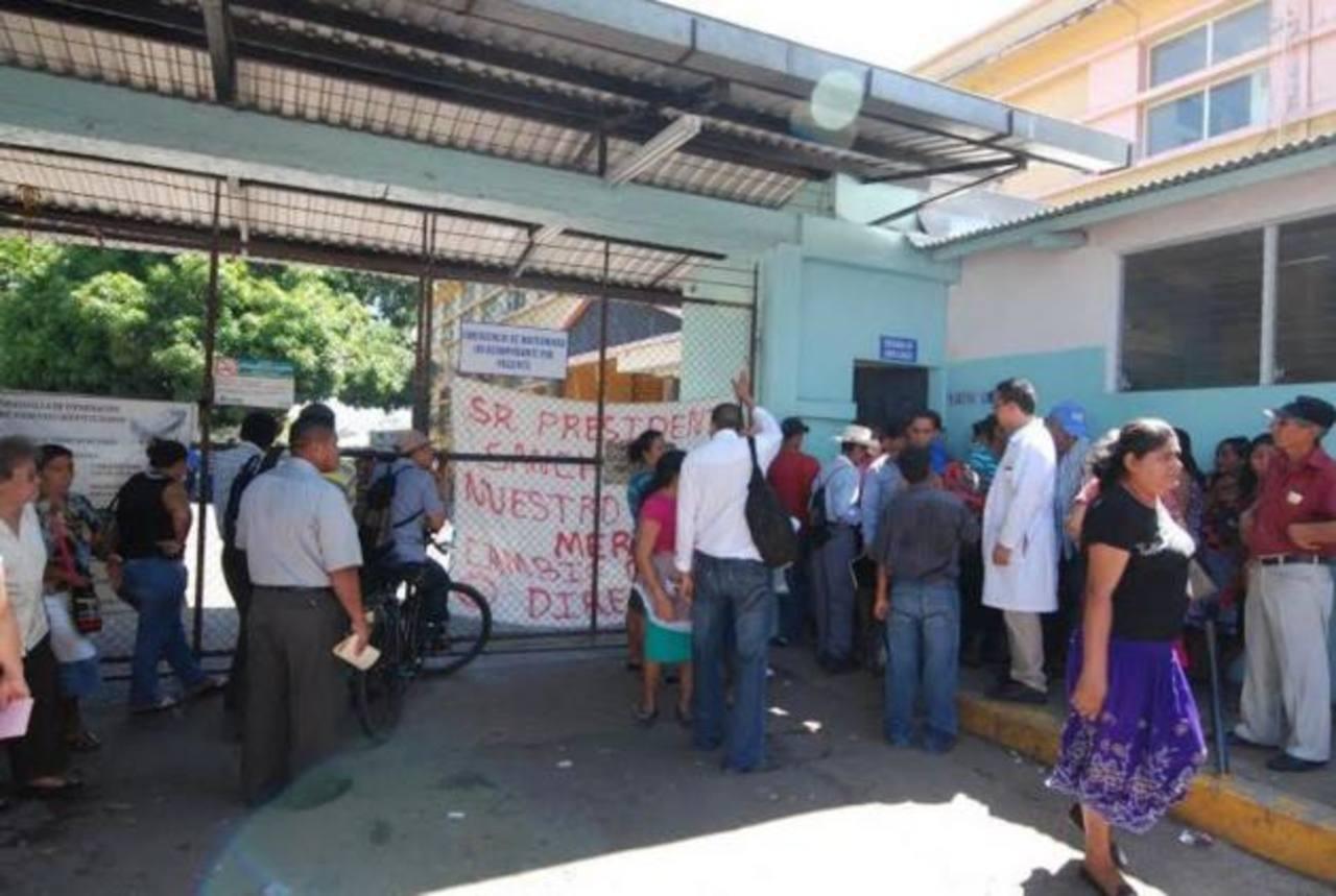 Los pacientes del hospital nacional San Juan de Dios en Santa Ana fueron afectados con la suspensión de la consulta externa.