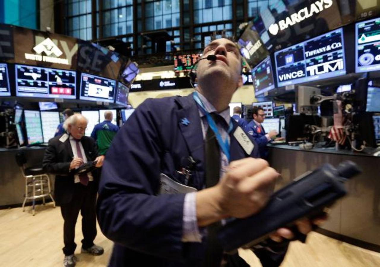 La colocación de los bonos en los mercados internacionales se le está complicando al Gobierno. foto edh / archivo