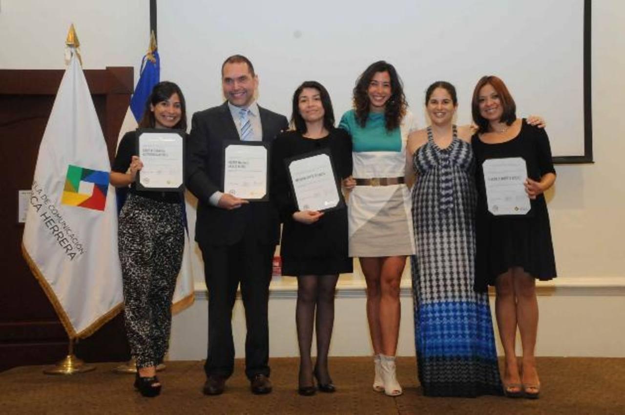 Colaboradores de Grupo Editorial Altamirano y docentes de la Escuela Mónica Herrera.
