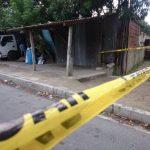 Un policía repelió un ataque en su contra que pretendían perpetrar al menos cuatro individuos. En el hecho hubo un muerto y un lesionado.