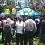Familiares y amigos despiden al artista salvadoreño Sarbelio Henríquez en cementerio La Resurrección, San Salvador