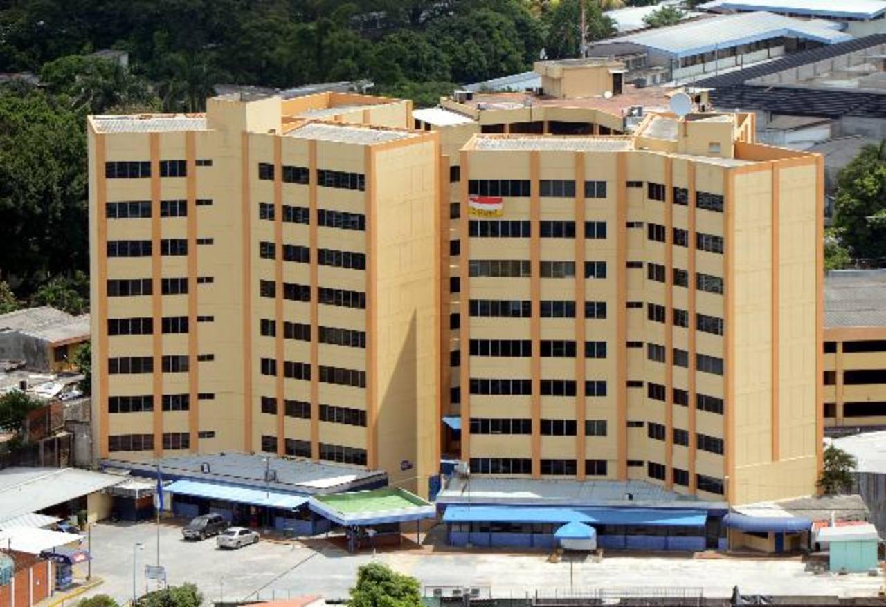 El Ministerio de Hacienda aún no ha emitido los bonos que pidió aprobar con urgencia en junio pasado. Sus detalles todavía se están tramitando. fotos edh / archivo