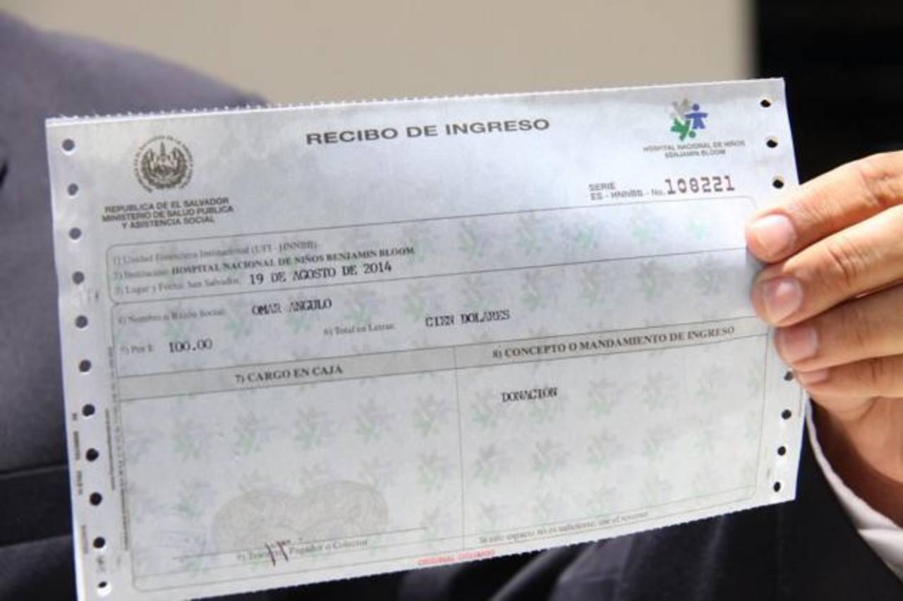 El alcalde Norman Quijano donó $100 dólares a la colecta.