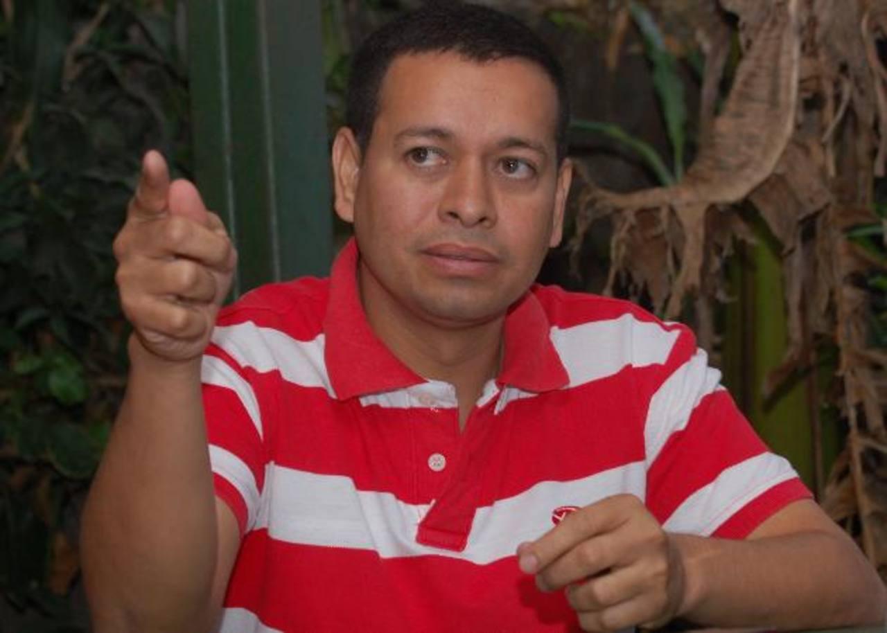 Alcalde Mario Meléndez afirmó ayer que demandará al constructor por calumnia. Foto EDH