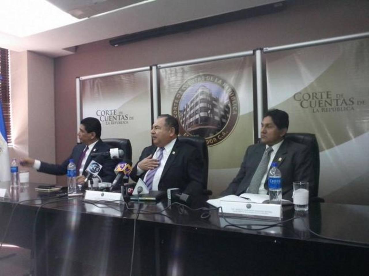 Los nuevos funcionario de la Corte de Cuentas dieron su primer conferencia informativa hoy.