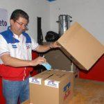 Jesús Medina, edil de Conchagua, emite su voto. insy mendoza