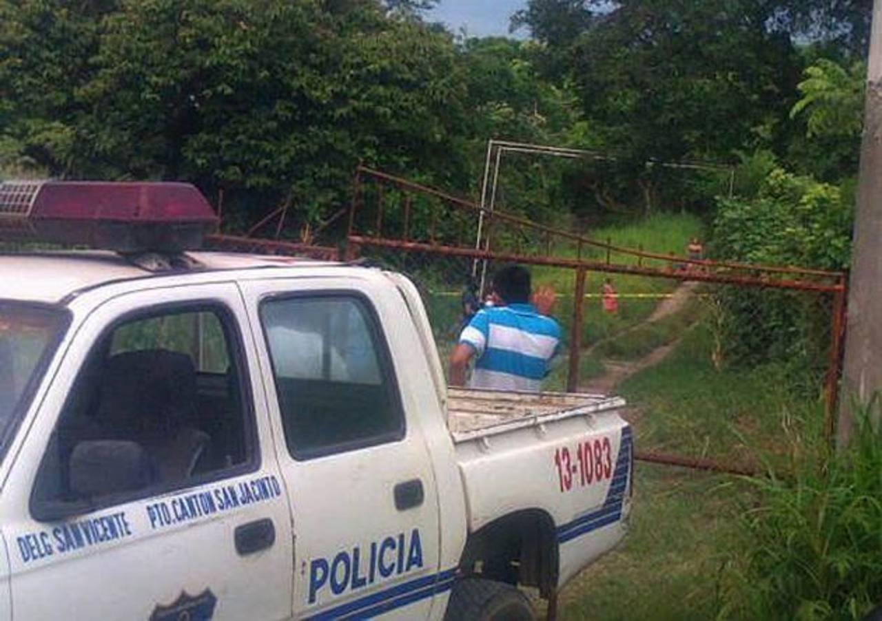 Un hombre no identificado, fue asesinado en cantón Santa Rita de Apastepeque, San Vicente. Foto EDH /cortesía.