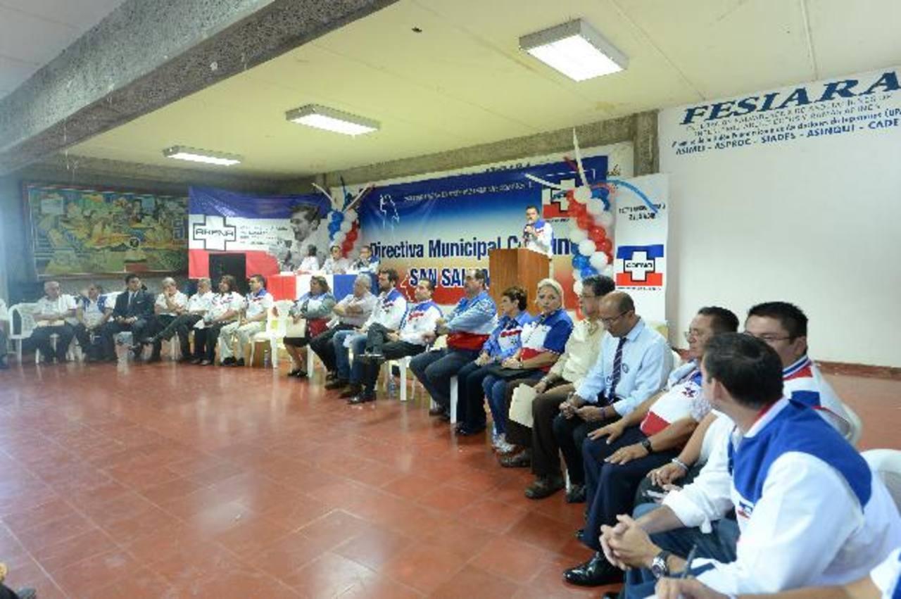 Los 28 precandidatos a diputados por San Salvador expusieron, ayer, sus planes a las bases. foto edh / Marvin Recinos
