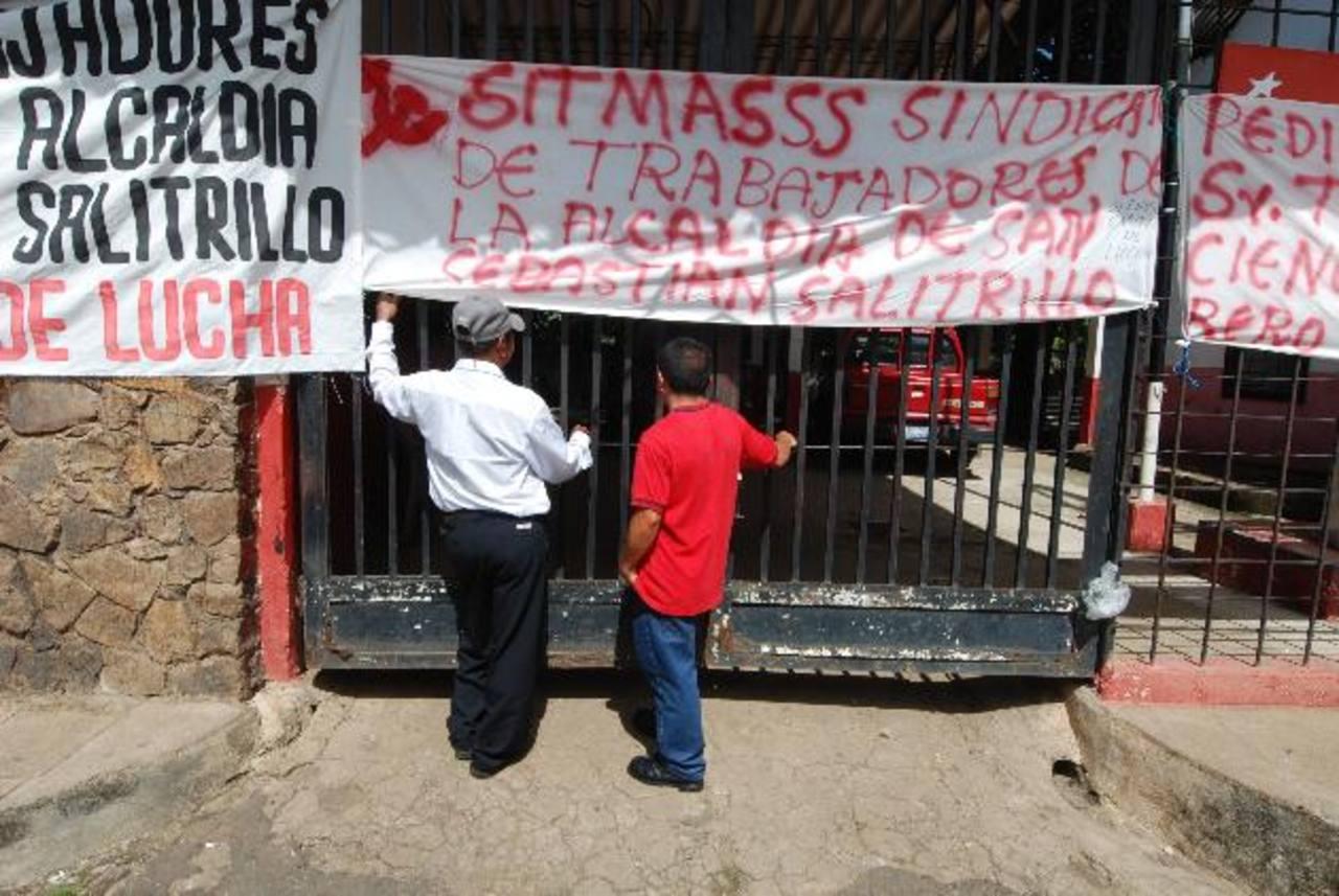 Los servicios en la alcaldía de San Sebastián Salitrillo fueron suspendidos todo el día. Foto edh / CRISTIAN DÍAZ