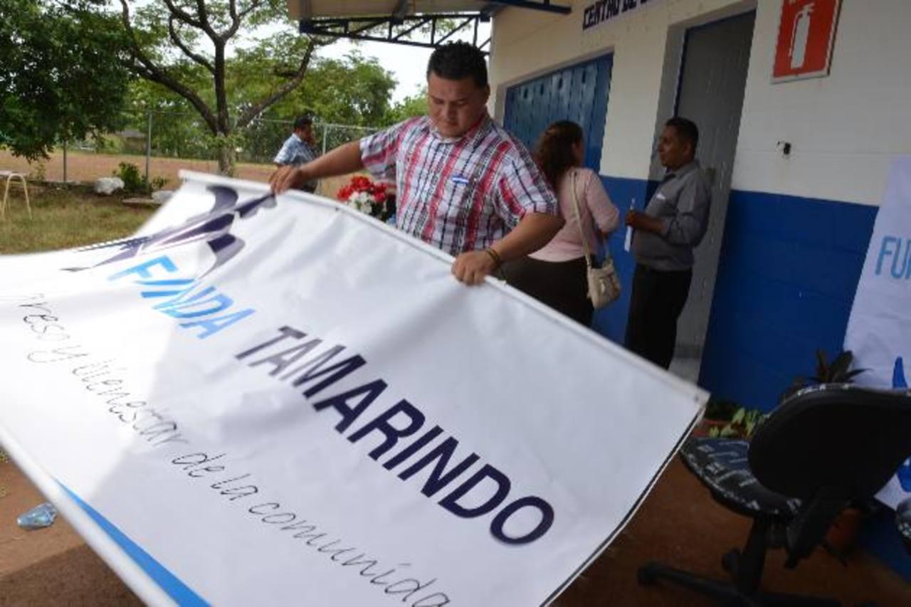 Milber Acevedo es un exalumno beneficiado con la formación en un centro de computo y será el maestro del abierto ayer.