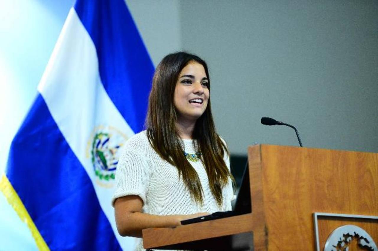 Sofía empezó su trabajo a los 17 años.Foto EDH/Omar Carbonero