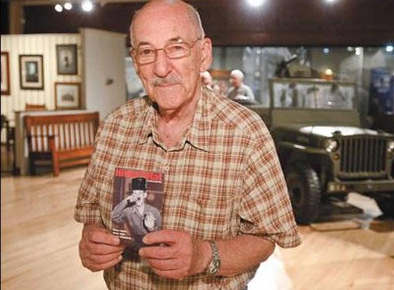 Richard Marowitz se quedó con el sombrero de Hitler y lo traía en las conferencias que daba sobre la guerra y el Holocausto.
